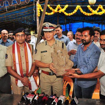 """Sri D. Gautam Sawang, IPS, Commissioner of Police participating in """" Worship Clay Ganesh Idols to save Environment"""" campaign at Padavalarevu, Vijayawada on 09.08.2017"""