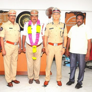 A warm send off was given to the retiring Police Officer by Sri D. Gautam Sawang, IPS, Commissioner of Police, Vijayawada on 31.08.2017