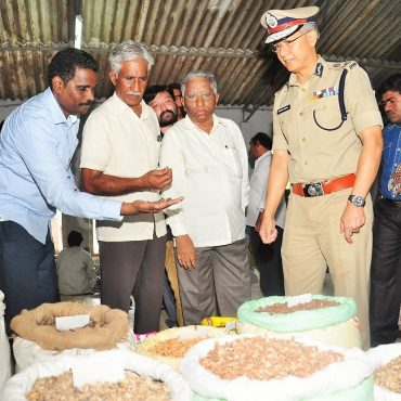 Sri D. Gautam Sawang, IPS, Commissioner of Police, Vijayawada City observing Seed Balls Making as part of Vanam-Manam Programme on 05.08.2017 - 2