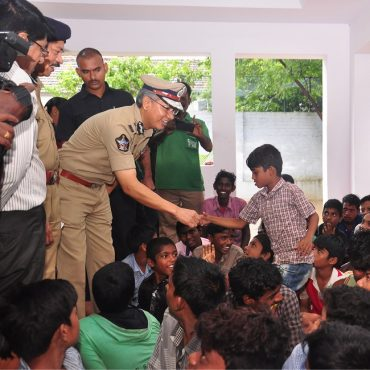 Sri D. Gautam Sawang, IPS, Commissioner of Police, Vijayawada City speaking with children in Operation Muskan to rescue missing children on 18.07.2017 3