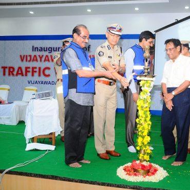 Sri D. Gautam Sawang, IPS, Commissioner of Police  launching Vijayawada City Police Traffic Wardens Organisation on 03.09.2017