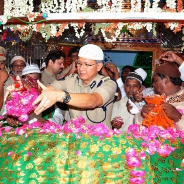 Sri D. Gautam Sawang, IPS, Commissioner of Police offering prayers in Bhavanipuram dargah on 22.06.2017