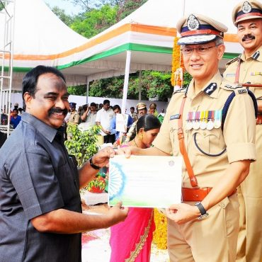 Sri D. Gautam Sawang, IPS, Commissioner of Police participating in Independence Day Celebrations on 15.08.2017 at CAR Grounds in Vijayawada - 4