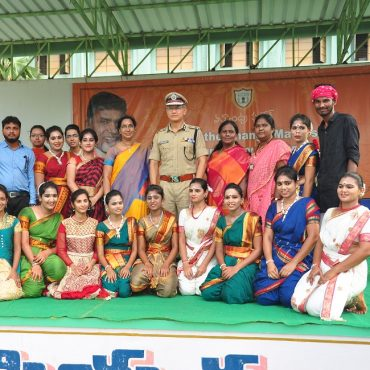 Sri D. Gautam Sawang, IPS, Commissioner of Police participating in Anti-Ragging Awareness Programme at Sri Durga Malleswara Siddhartha Women College, Vijayawada on 12.07.2017 - 1