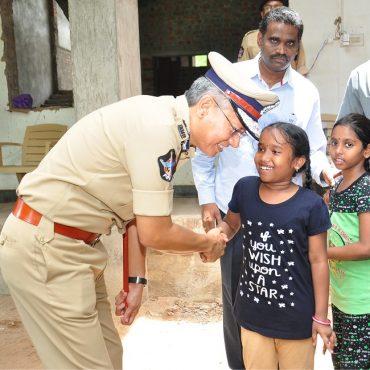 Sri D. Gautam Sawang, IPS, Commissioner of Police speaking to School Children on 26.07.2017