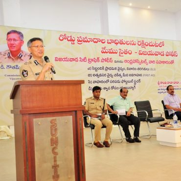 Vijayawada Police in saving injured persons in road accidents with the co-operation of Andhra Hospitals
