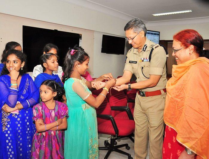 Children tie Rakshi on Sri D. Gautam Sawang, IPS, Commissioner of Police's wrist on the occassion of Raksha Bandhan on 07.08.2017 1