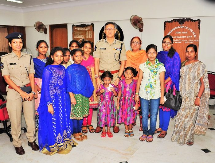 Group Photo of Sri D. Gautam Sawang, IPS, Commissioner of Police and children on the occassion of Raksha Bandhan on 07.08.2017 3