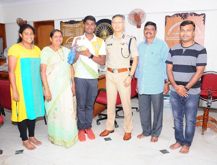 Sri D. Gautam Sawang, IPS, Commissioner of Police appreciating M.Tulasi Chaitanya, HC,  Medals Winner in Swimming in International Police Sports on 19.08.2017