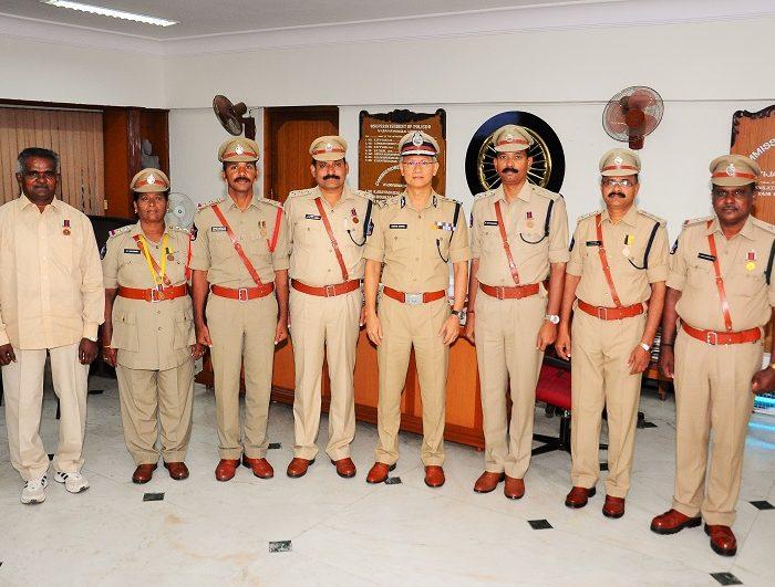 Sri D. Gautam Sawang, IPS, Commissioner of Police appreciating Police Medal Winners - 17.08.2017