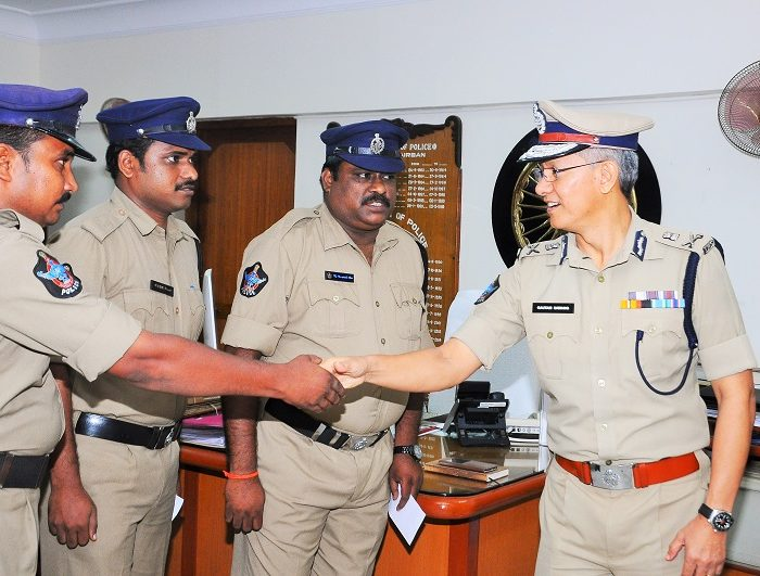 Sri D. Gautam Sawang, IPS, Commissioner of Police appreciating Police staff of Satyanarayanapuram PS who caught offender committing theft from ATM Centre on 11.08.2017