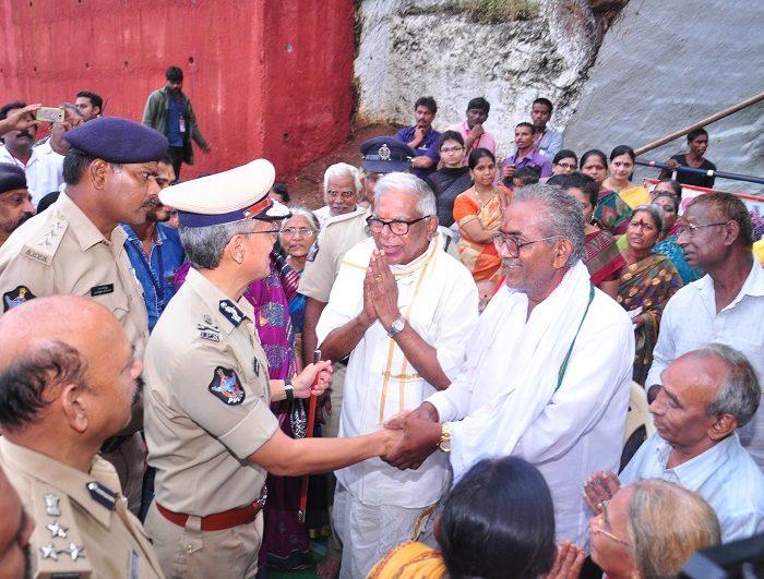Sri D. Gautam Sawang, IPS, Commissioner of Police facilitating quick darshan of Sri Kanakadurga Ammavaru to Old age people and Divyangulu during Dasara celebrations 1