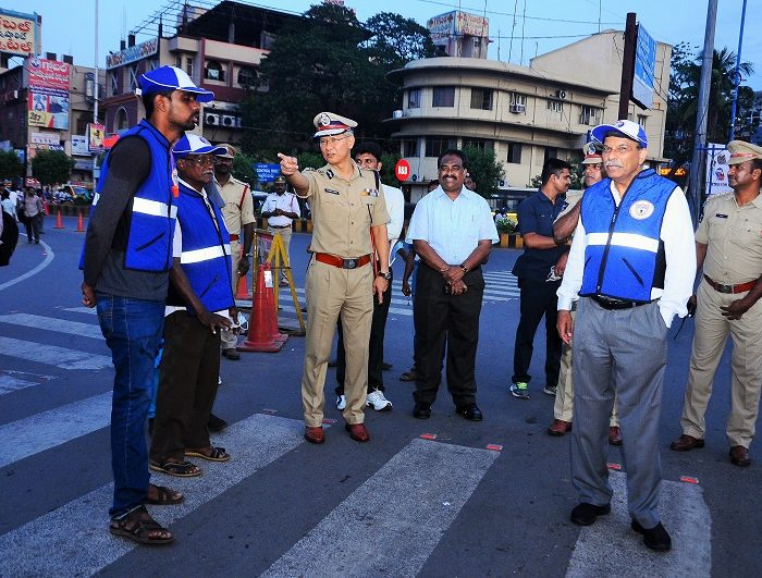 Sri D. Gautam Sawang, IPS, Commissioner of Police giving instructions about traffic awareness to Traffic Warderns on 07.09.2017 - 3