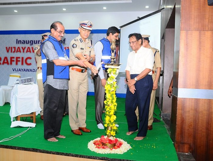 Sri D. Gautam Sawang, IPS, Commissioner of Police launching Vijayawada City Police Traffic Wardens Organisation on 03.09.2017 - 1