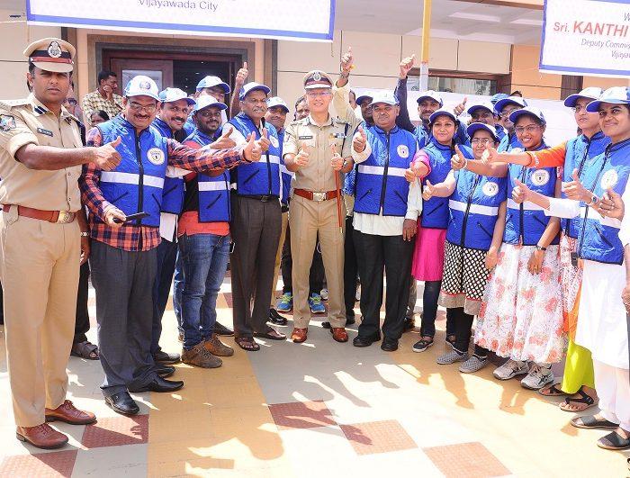 Sri D. Gautam Sawang, IPS, Commissioner of Police launching Vijayawada City Police Traffic Wardens Organisation on 03.09.2017 -4