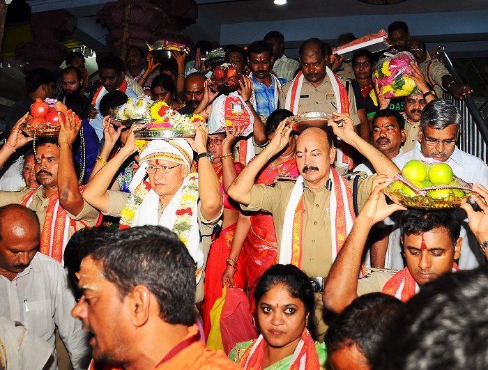 Sri D. Gautam Sawang, IPS, Commissioner of Police offering Pattu Sarees to Goddess Sri Kanaka Durgamma varu on 20.09.2017