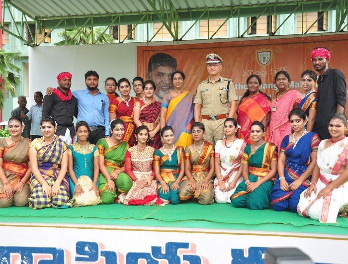 Sri D. Gautam Sawang, IPS, Commissioner of Police participating in Anti-Ragging Awareness Programme at Sri Durga Malleswara Siddhartha Women College, Vijayawada on 12.07.2017 - 2