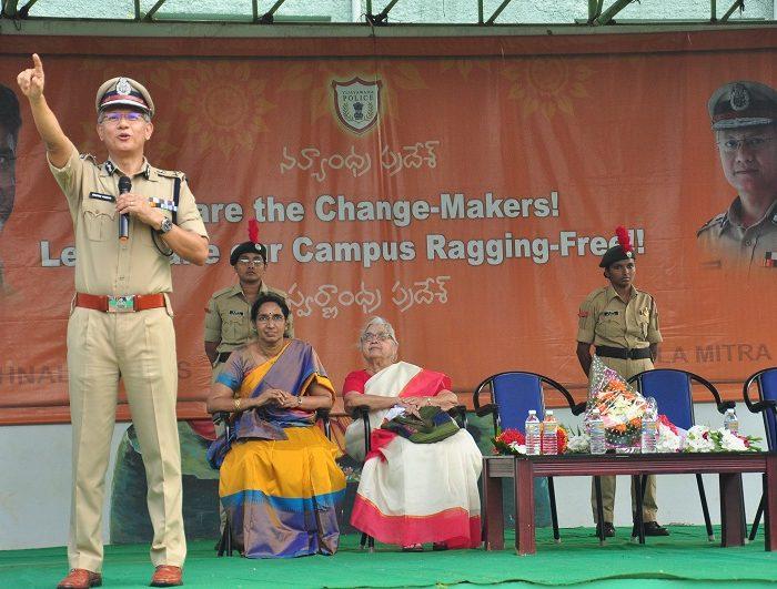 Sri D. Gautam Sawang, IPS, Commissioner of Police participating in Anti-Ragging Awareness Programme at Sri Durga Malleswara Siddhartha Women College, Vijayawada on 12.07.2017 - 4