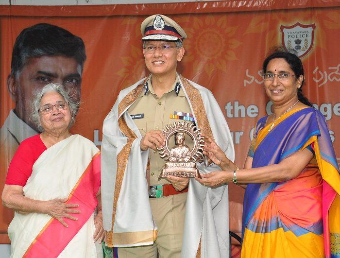 Sri D. Gautam Sawang, IPS, Commissioner of Police participating in Anti-Ragging Awareness Programme at Sri Durga Malleswara Siddhartha Women College, Vijayawada on 12.07.2017 - 5