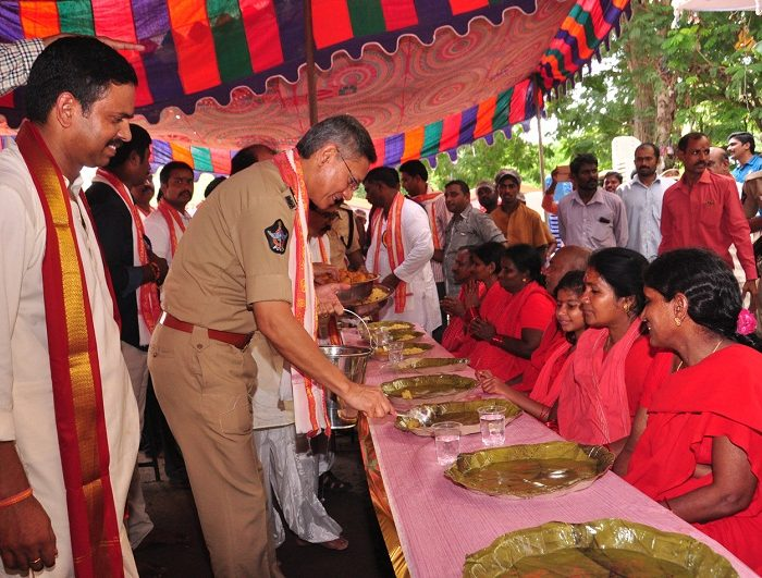 Sri D. Gautam Sawang, IPS, Commissioner of Police participating in I Town Purnahuthi & Annadanam on 02-10-2017 3