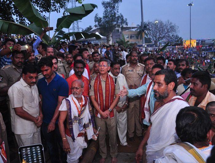 Sri D. Gautam Sawang, IPS, Commissioner of Police participating in 'Teppotsavam' (celestial boat ride) of Sri Kanakadurga Ammavaru on 30.09.2017 -1
