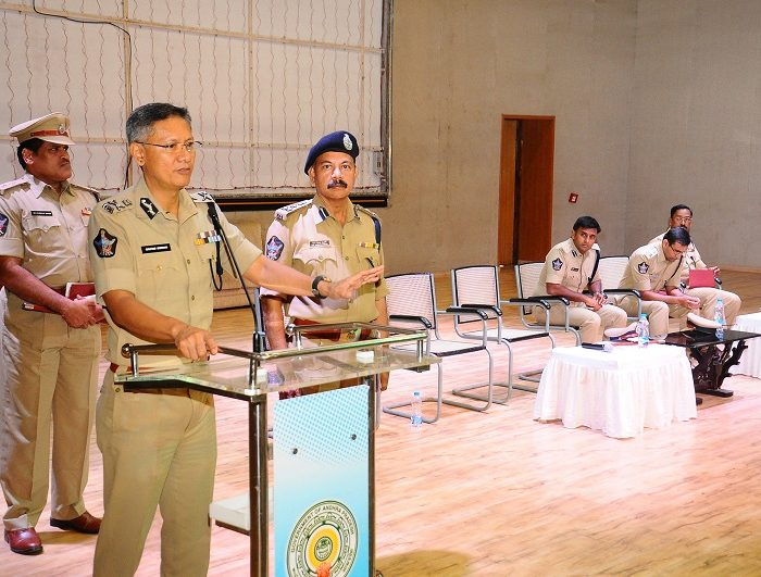Sri D. Gautam Sawang, IPS, Commissioner of Police speaking about Dasara arrangements in Police Officers Meeting on 20.09.2017