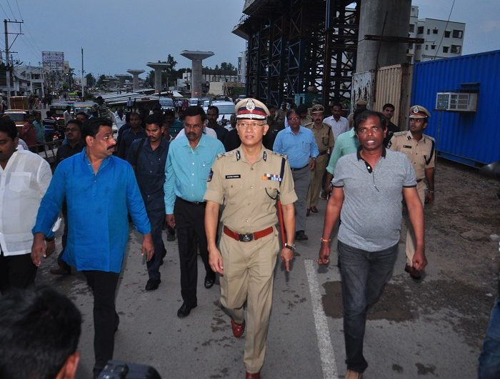 Sri D. Gautam Sawang, IPS, Commissioner of Police speaking about Kanaka Durga Flyover constructoin visit by cp on 15-10-2017 1