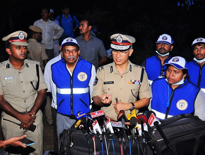 Sri D. Gautam Sawang, IPS, Commissioner of Police speaking about traffic awareness alongwith Traffic Warderns in press meet on 07.09.2017