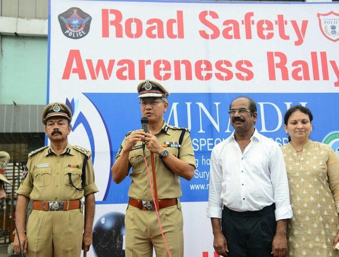 Sri D. Gautam Sawang, IPS, Commissioner of Police speaking in Road Safety Awareness Rally in Vijayawada on 02.10.2017