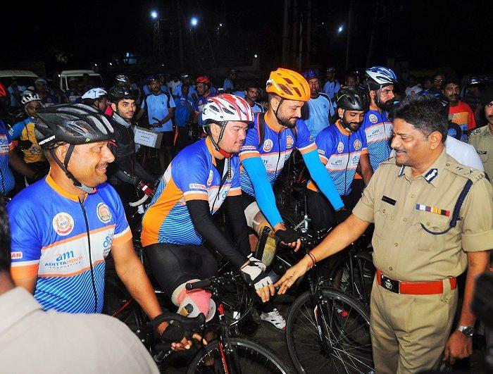 Sri N. Sambasiva Rao, IPS, DGP, AP inaugurating Green Cyclothon at Prakasam Barrage, Vijayawada on 11.08.2017 - 1