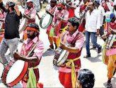 జజ్జనకర జనారే.. డప్పులకు డిమాండే..!