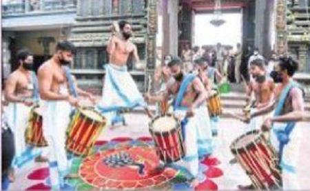 అదరహో.. కేరళ కళాకారుల ప్రదర్శన