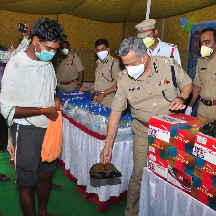 CP SIR, DISTRIBUTION OF REFRESHMENTS AND OTHER ITEMS TO MIGRANT LABORS (2)
