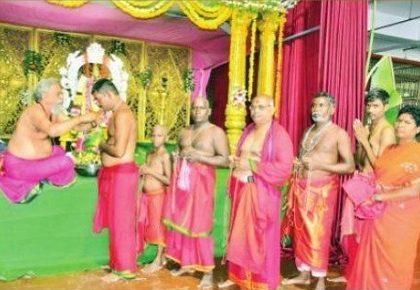 భవానీలు, సామాన్య భక్తులతో ఇంద్రకీలాద్రి కిటకిట