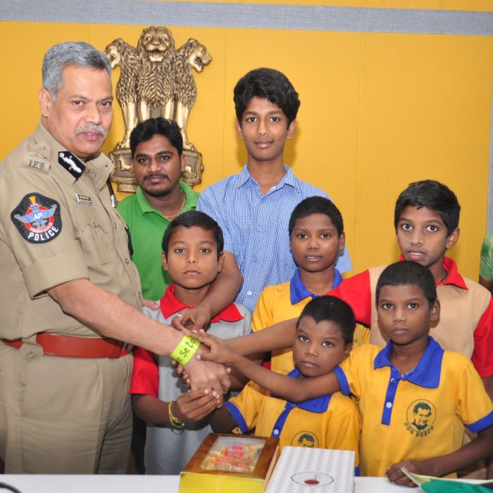 CHILD LINE CHILDREN'S MEET THE CP SIR (1)