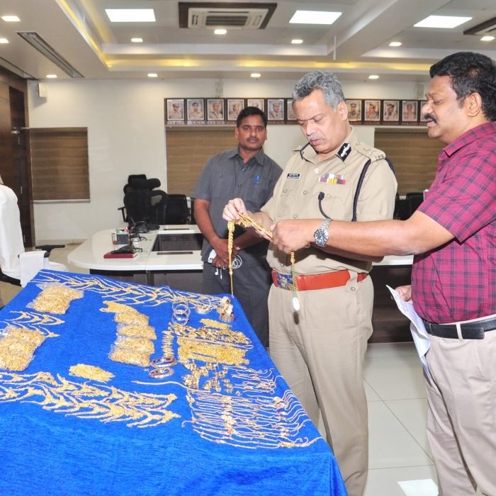 GOLD IN ILLEGAL WAY ACCUSED ARREST (3)