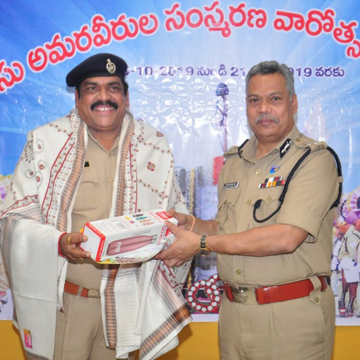 POLICE COMM. DAY PRIZE DISTRIBUTION FOR STUDENTS AND POLICE FAMILIES (20)