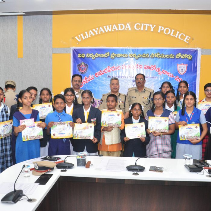 POLICE COMM. DAY PRIZE DISTRIBUTION FOR STUDENTS AND POLICE FAMILIES (8)